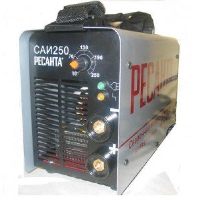 Сварочный инвертор Ресанта САИ 250 ( САИ 250)Сварочные инверторы Ресанта<br>Сварочный аппарат Ресанта САИ 250 предназначен для ручной электродуговой сварки постоянным током покрытым электродом.<br>Компактность конструкции, а также небольшой вес аппарата позволяют сварщику перемещаться по всей площади производимых работ.<br>Комплект поставки: кабель с электродержателем, кабель с к ...<br>