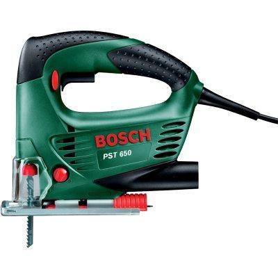 Лобзик Bosch PST 650 БЗП кейс (06033A0720)Лобзики Bosch<br>Bosch PST 650 06033A0720 - безмаятниковый лобзик с системой гашения вибраций и скобовидной рукояткой. Он используется для фигурного и прямого резания различных материалов. К лобзику можно подключить пылесос, что позволит вам соблюдать чистоту на рабочем месте. Мощность лобзика - 500 Вт.<br>
