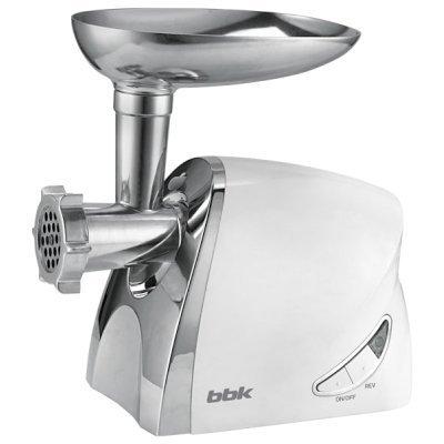 Мясорубка BBK MG2006 белый (MG2006 white)Мясорубки BBK<br>Электрическая мясорубка BBK MG2006 600Вт, реверс, про-сть (кг/мин)  1.5, насадка для колбасы, 3 реше<br>