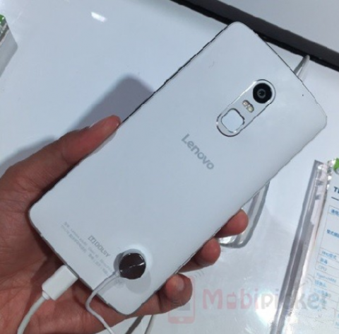 motorola-designed-lenovo-vibe-x3-poses-at-the-china-telecom-exhibition-1-480x472